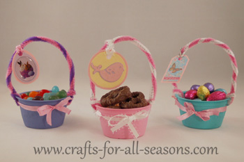 mini easter baskets filled with goodies