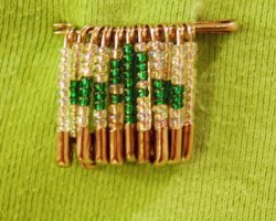 beaded safety pin craft